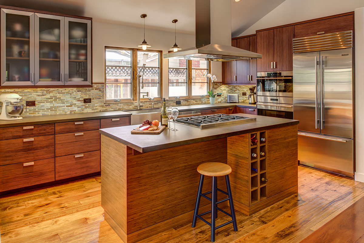 <strong>Contemporary Kitchen</strong> / Finish: Nutmeg Stain On Bamboo / Door: Nutmeg Stain On Bamboo