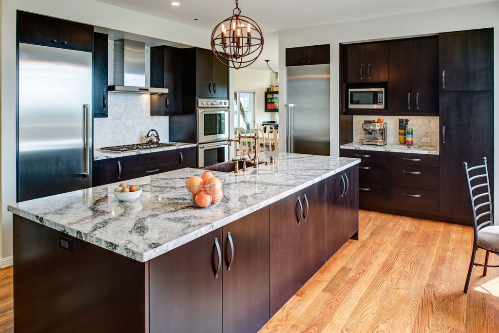 <strong>Rustic Glam Kitchen</strong> / Finish: Cocoa Brown Stain on Cherry Veneer / Door: Cocoa Brown Stain on Cherry Veneer