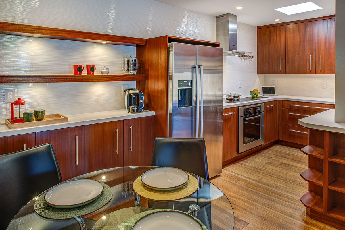 <strong>Functional Condo Kitchen</strong> / Finish: Autumn Cherry Stain on Mahogany / Door: Autumn Cherry Stain on Mahogany
