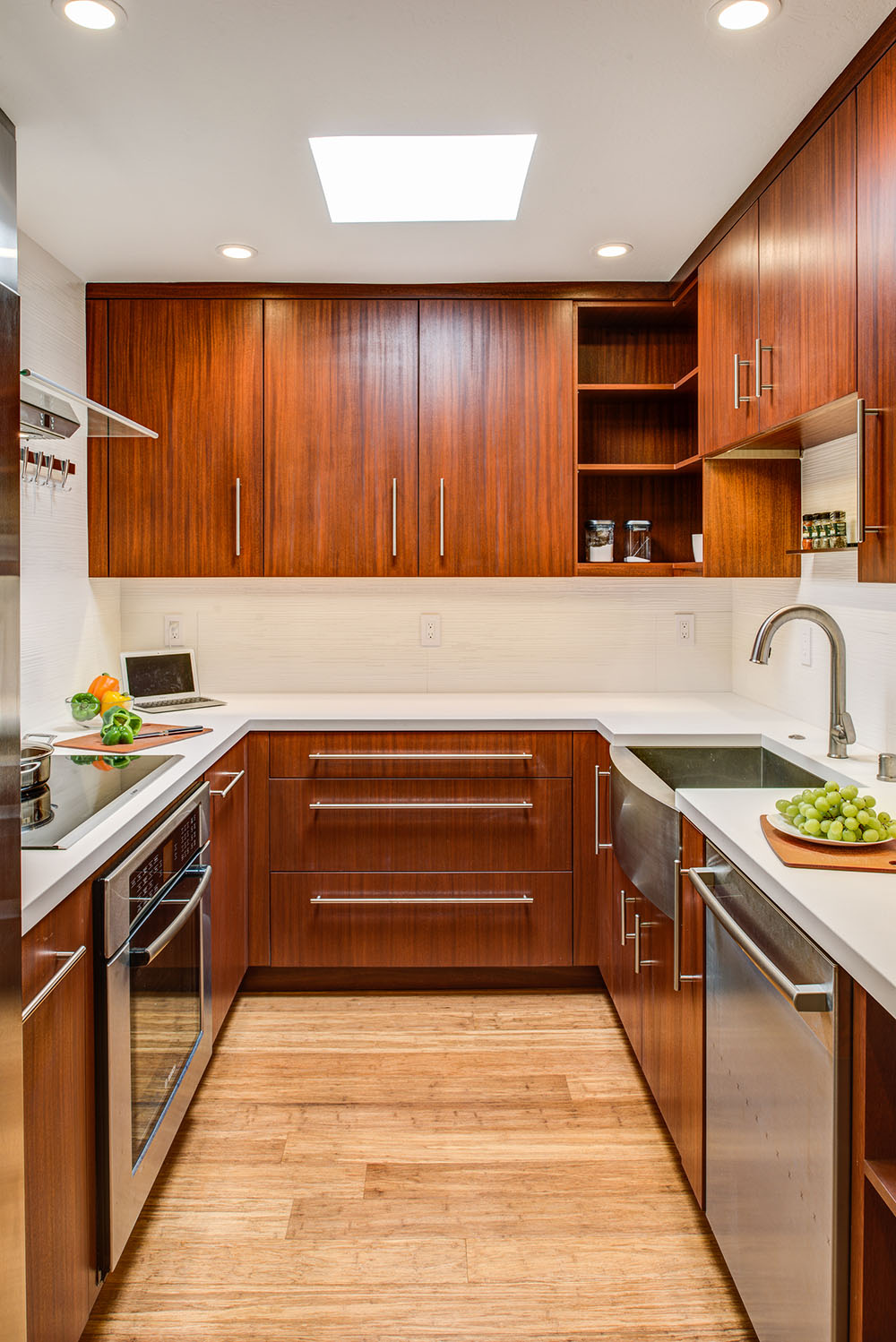 <strong>Compact Condo kitchen</strong> / Finish: Autumn Cherry Stain on Mahogany / Door: Autumn Cherry Stain on Mahogany