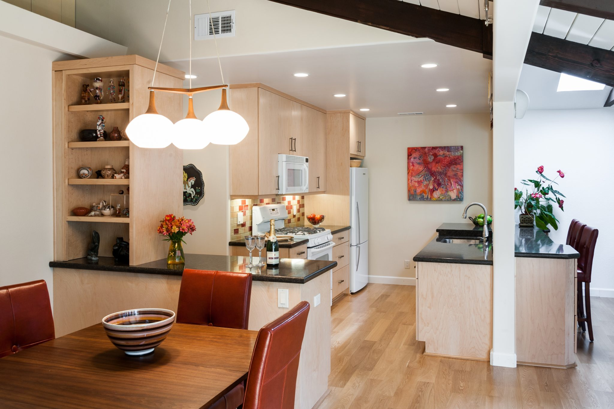 <strong>Living-in-Place Kitchen</strong> / Finish: Clear/Natural On Maple / Door: Clear/Natural On Maple