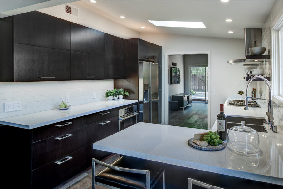 <strong>Compact Contemporary Kitchen</strong> / Finish: Cocoa Brown Stain on Maple / Door: Cocoa Brown Stain on Maple