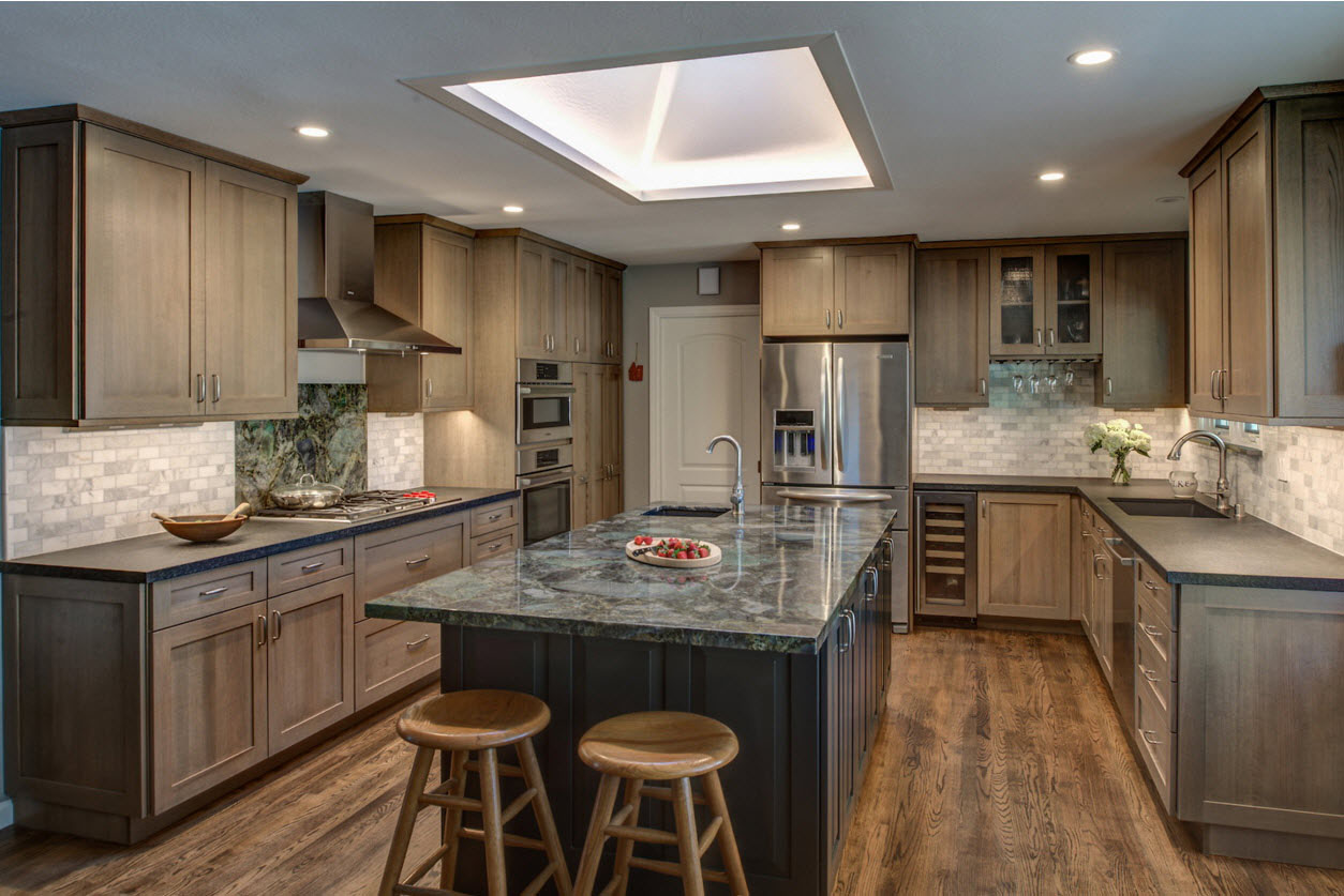 <strong>Contemporary Craftsman Kitchen</strong> / Finish: Cashew Stain On Quarter Sawn Oak / Door: Cashew Stain On Quarter Sawn Oak